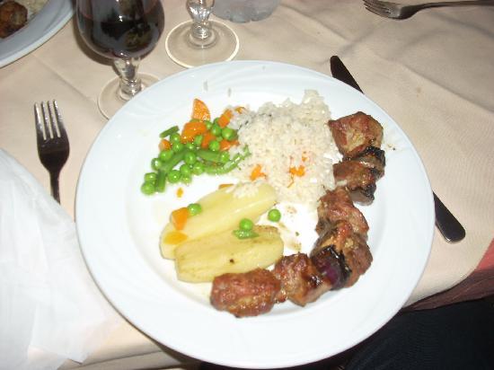 Geros Tou Moria : Pork Souvlaki is tender and savory.