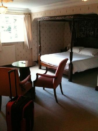 The New Inn: four poster room