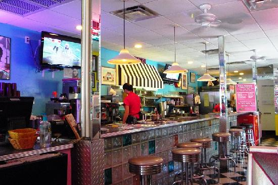inside ellie 39 s picture of ellie 39 s 50 39 s diner delray beach tripadvisor. Black Bedroom Furniture Sets. Home Design Ideas