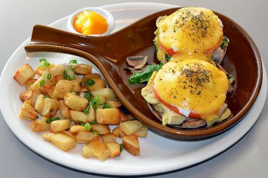 Egg Harbor Cafe : Farmers Market Benedict