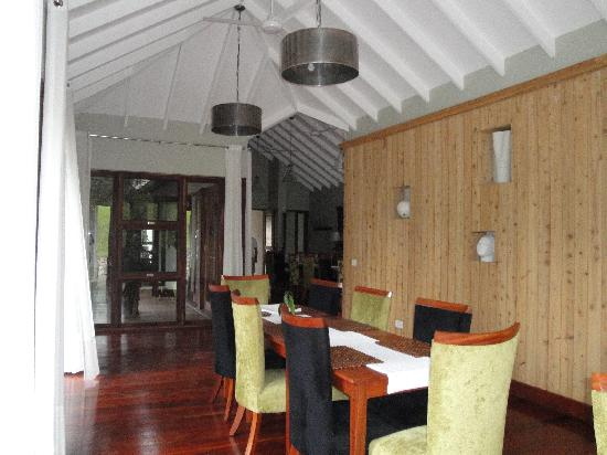 Lake Duluti Lodge: Beautiful dining area