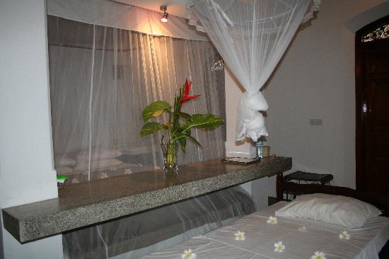 Apa Villa Thalpe: Spacious and comfortable bedroom