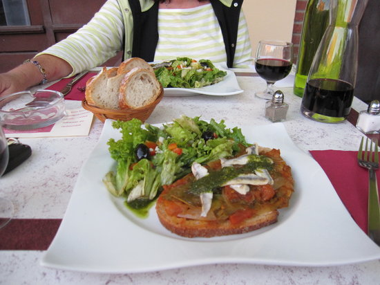 L'Hotel Du Commerce: Meal at the affiliated restaurant