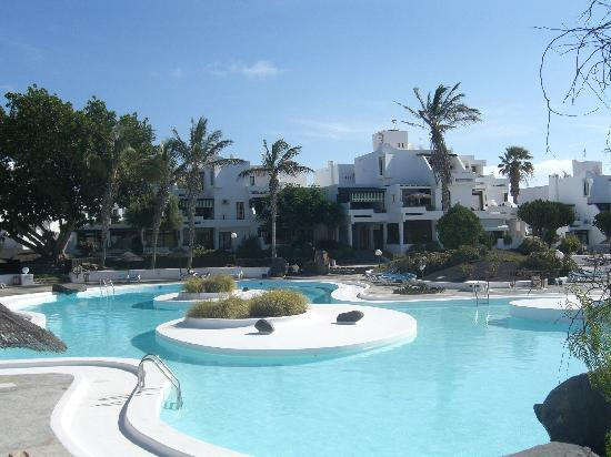 Apartamentos los molinos lanzarote costa teguise for Apartment reviews