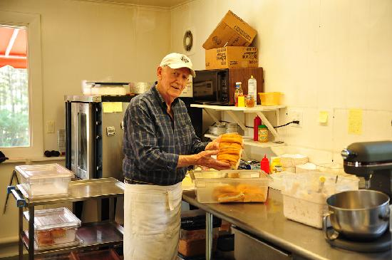 Phil's Route 27 Lobster Shop: Phil Doing his FAMOUS Lobster Rolls!