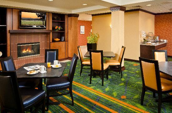 Fairfield Inn & Suites Bend Downtown: Lobby