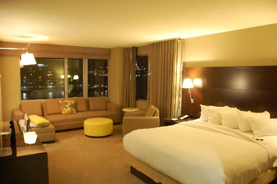 Hyatt Regency Jersey City: Our Room when we arrived - Manhattan Sky King Room