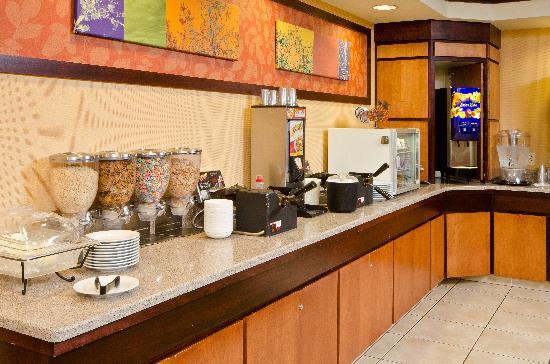 Fairfield Inn & Suites Bend Downtown: Breakfast