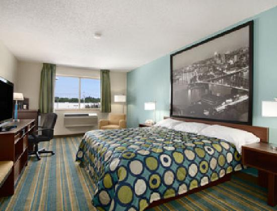 Super 8 Hanover: King Sized Bed Guest Room