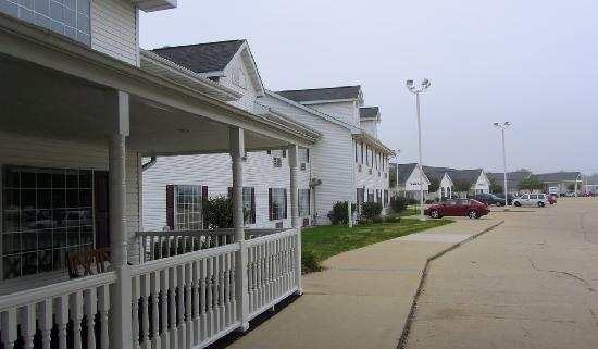 Northfield Inn, Suites & Conference Center: Long hotel