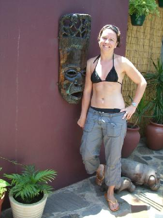 Tekweni Backpackers Hostel: That's me, a awesome sunny day by the pool.....