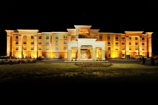 Hampton Inn Suites Scottsboro Alabama Hotel Exterior Nighttime View