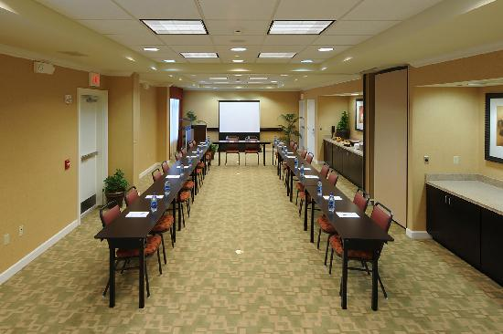 Hampton Inn & Suites Scottsboro: Scottsboro - Resized\JPEG\Scottsboro Alabama Hotel Meeting & Conference Room