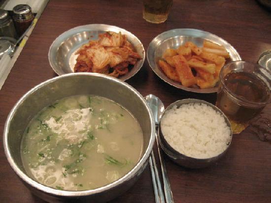 Sinseon Seolleongtang Myeongdong : 滞在中は、こんな感じで食べてます!