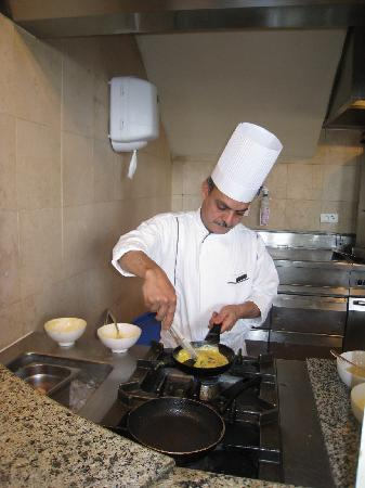 Grand Nile Tower: Omelet station at the breakfast buffet.  The chef looks like Omar Sharif!