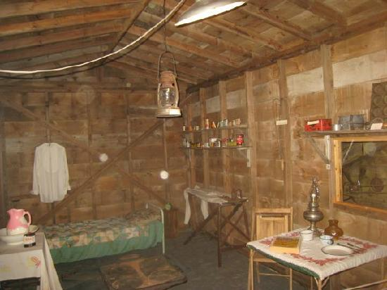 O'Fallon Historical Museum: typical homesteader shack