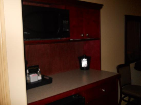 Quality Inn & Suites: kitchenette area