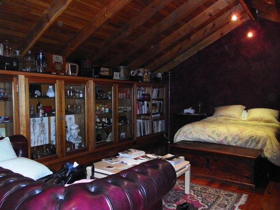Jubilee Villa: sleeping in an antique shop?