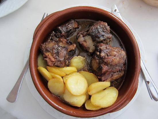 Los Deanes : 'rabo de toro' (oxtail stew)