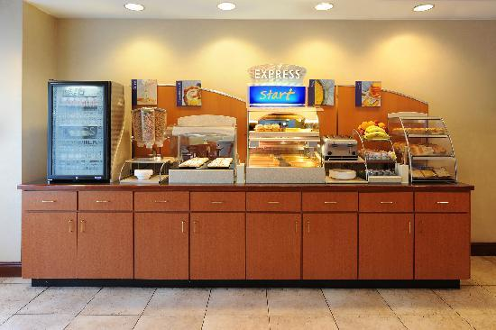 Holiday Inn Express & Suites Atlanta N-Perimeter Mall Area: Fresh Start Breakfast Bar