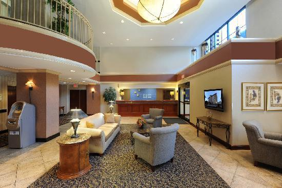 holiday inn express suites atlanta n perimeter mall area. Black Bedroom Furniture Sets. Home Design Ideas