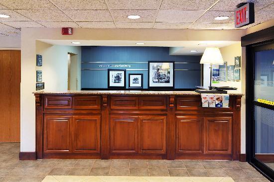 Hampton Inn Spartanburg - North I-85: Spartanburg Hotel Front Desk
