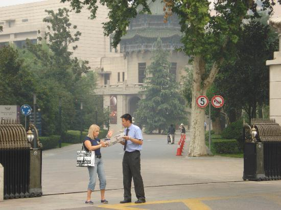 Mercure Xian on Renmin Square: Entrada al complejo hotelero