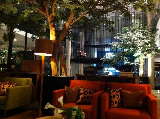 Morrissey Hotel Residences : Lobby area with FREE wifi!