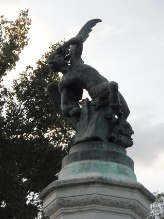 เรติโรปาร์ค: statue