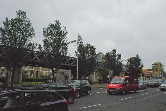 James Connolly Memorial Statue: A busy road before the statue