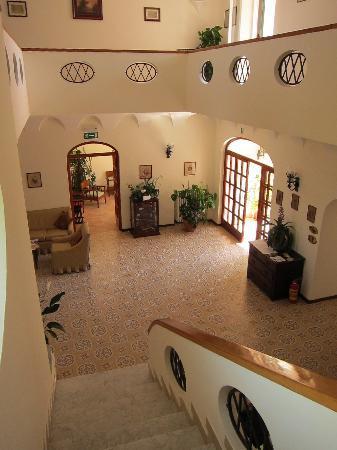 Hotel Villa Sarah: Lobby/Stairway
