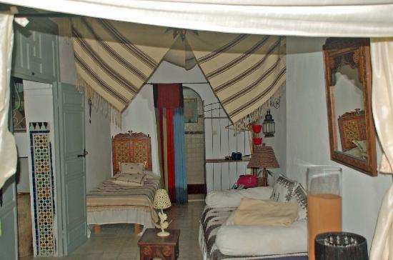Riad Safir: Our room seen from the double bed