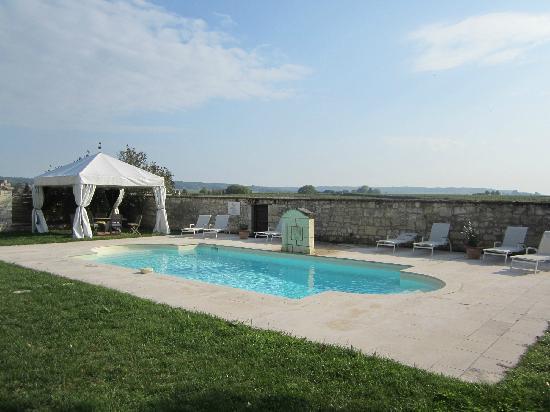 Hotel Manoir de Restigne : Piscine