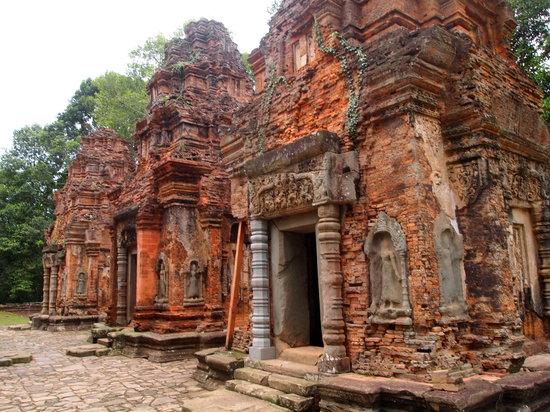 Roluos, Camboja: 祠堂