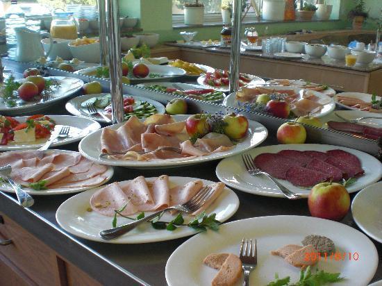 Merian Hotel: 豪華な朝食ビュッフェ