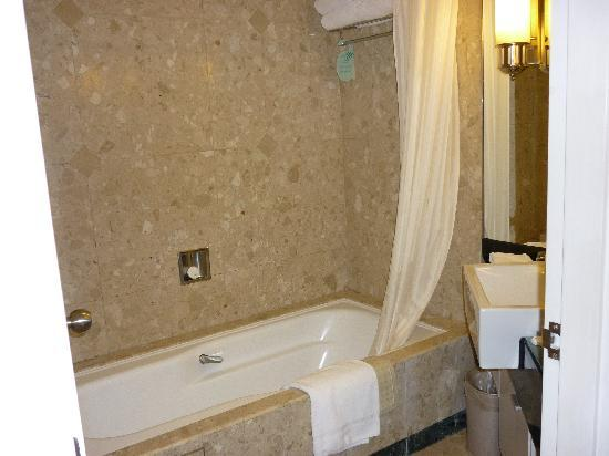 Sunway Resort Hotel & Spa: Premier room bathroom