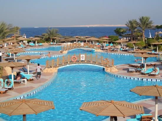 Sea Gardens: Sea club swiming pool, and sea view