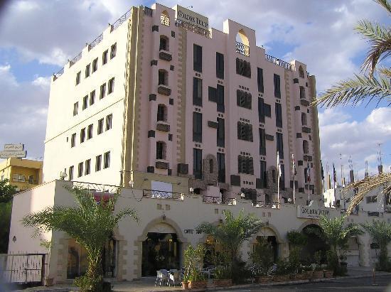 Golden Tulip Aqaba: Voorzijde hotel
