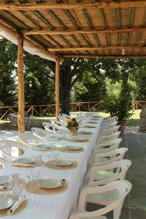 Agriturismo La Colombaia: tavoli esterni
