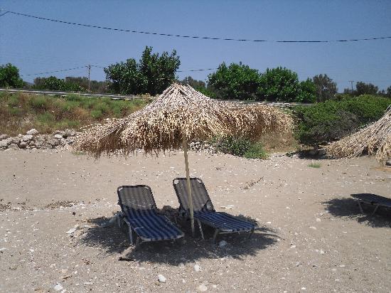 Pelagos Apartments: beach