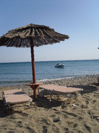 Pelagos Apartments: beach1