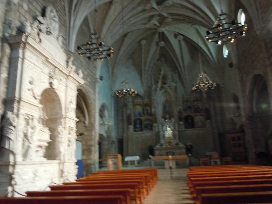 El Caliu: La iglesia de Bellpuig y el mausoleo de Ramón de Cardona