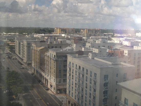 Miami Marriott Dadeland: view toward shopping mall