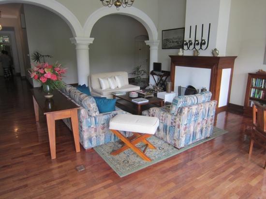 Ceylon Tea Trails: カッスルリーフ・バンガローの共用部分の一室
