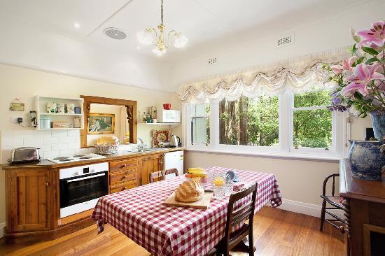 Adeline Bed & Breakfast: majestic cottage apartment kitchen