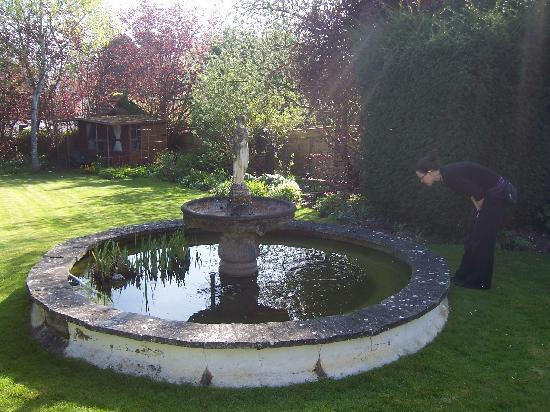 Rokeby Guest House: A beautiful garden.