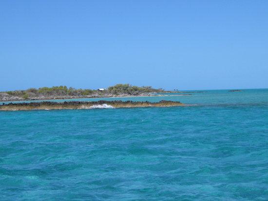Paradise Found Sailing: Eeks, rocks!