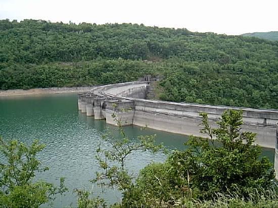 Jura, France: barragesdu vouglans