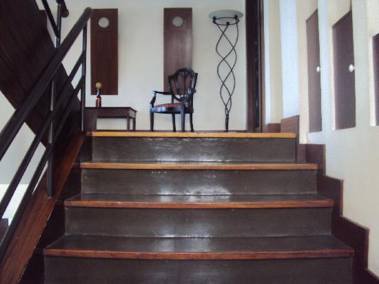 Urban Inn: wooden staircase
