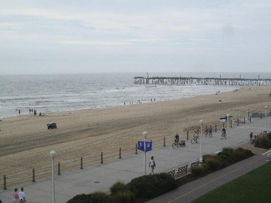 Fairfield Inn & Suites by Marriott Virginia Beach Oceanfront: One more from the balcony, looking toward the pier.